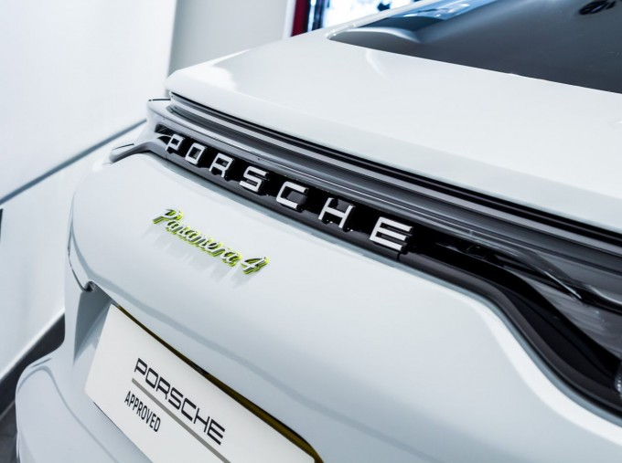 2021 Porsche V6 E-Hybrid 14kWh 4 PDK 4WD 4-door (White) - Image: 41