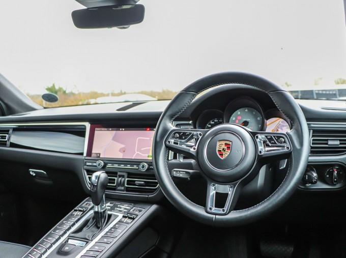 2020 Porsche V6 S PDK 4WD 5-door (Blue) - Image: 11