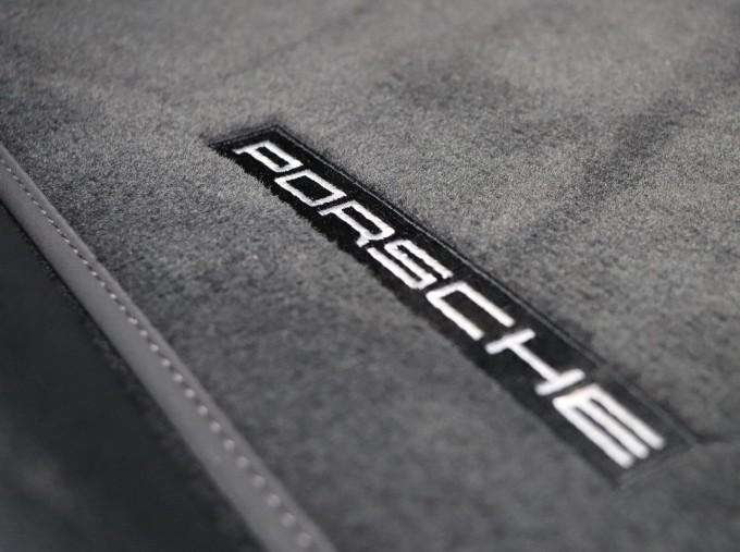 2020 Porsche V6 S PDK 4WD 5-door (Blue) - Image: 26