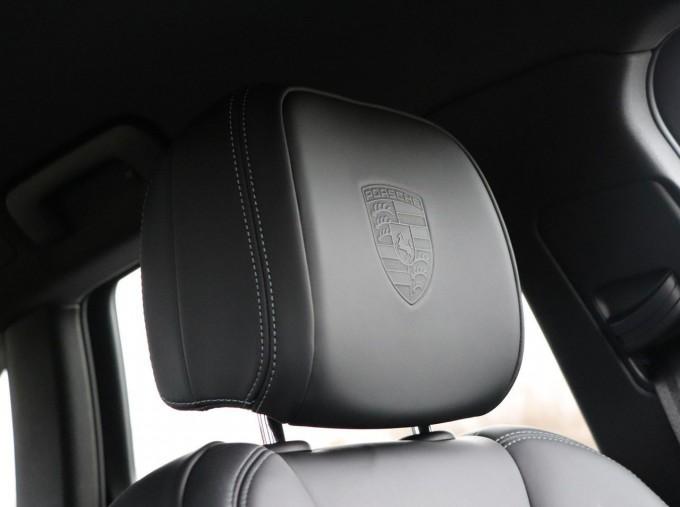 2020 Porsche V6 S PDK 4WD 5-door (Blue) - Image: 28