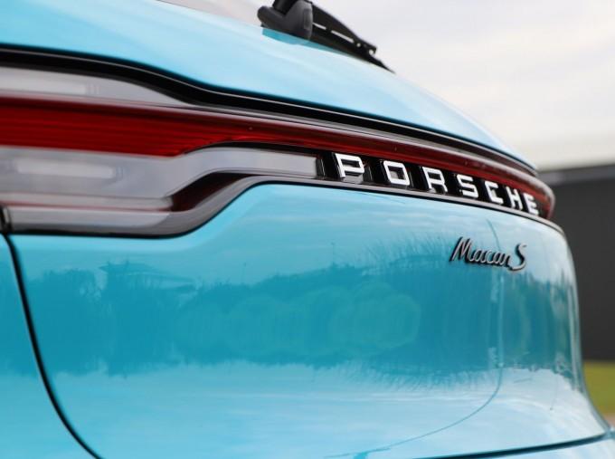 2020 Porsche V6 S PDK 4WD 5-door (Blue) - Image: 33