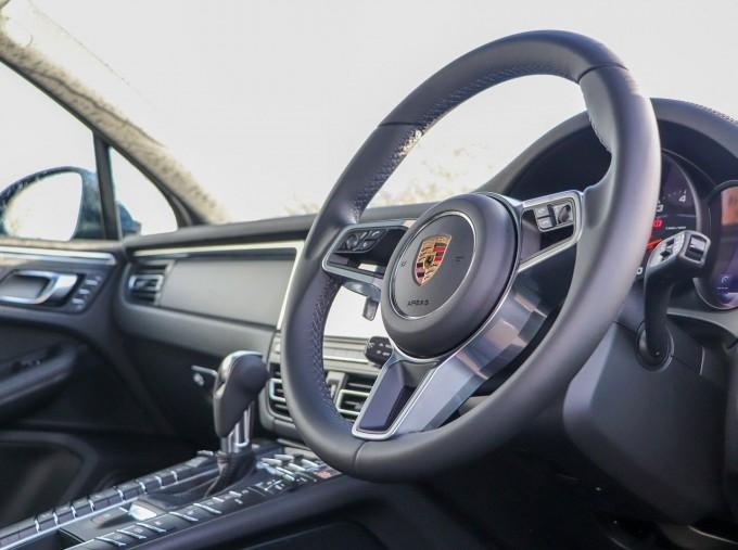 2021 Porsche PDK 4WD 5-door (Blue) - Image: 8