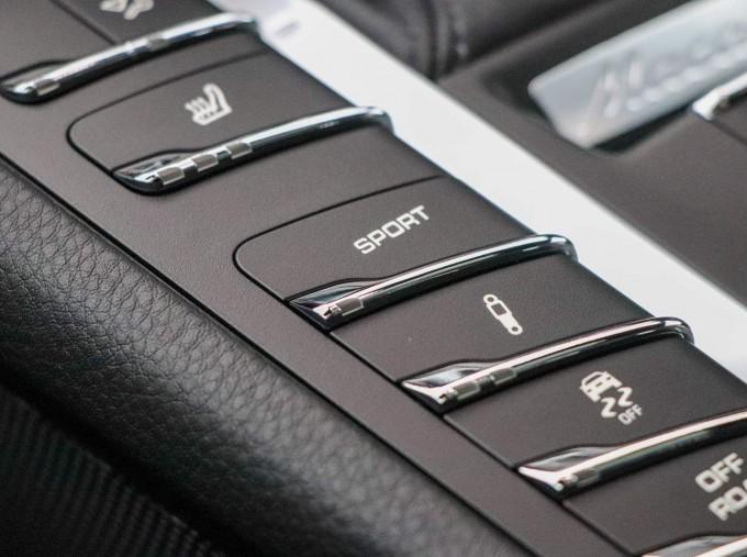 2021 Porsche PDK 4WD 5-door (Blue) - Image: 33