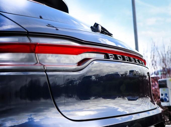 2021 Porsche PDK 4WD 5-door (Blue) - Image: 40