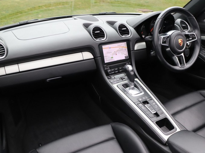2018 Porsche PDK 2-door (Silver) - Image: 3