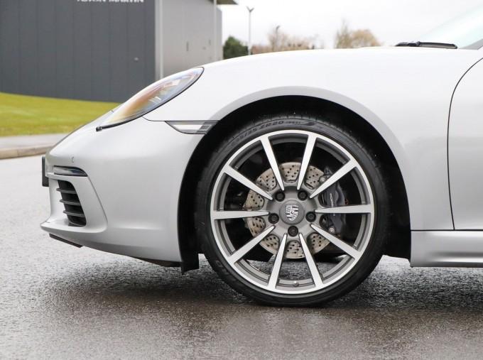 2018 Porsche PDK 2-door (Silver) - Image: 4