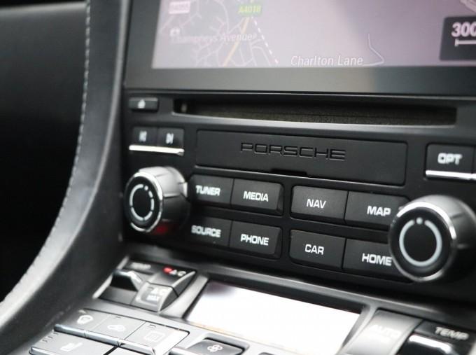 2018 Porsche PDK 2-door (Silver) - Image: 16