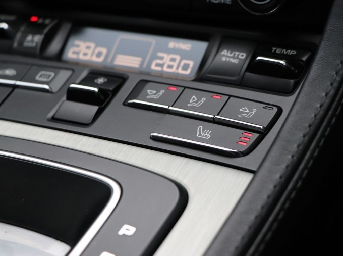 2018 Porsche PDK 2-door (Silver) - Image: 17