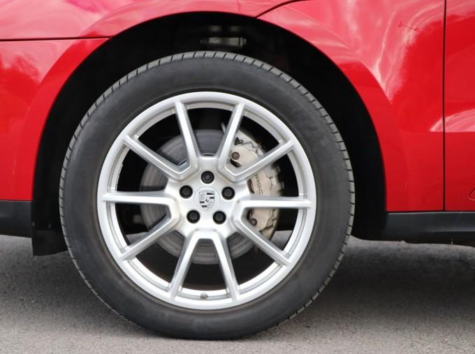 2017 Porsche TD V6 S PDK 4WD 5-door (Red) - Image: 4
