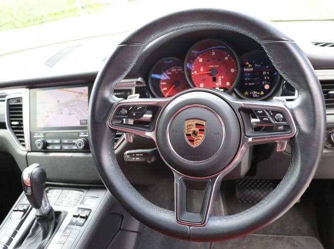 2017 Porsche TD V6 S PDK 4WD 5-door (Red) - Image: 8