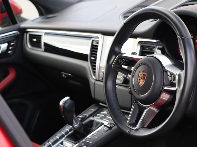2017 Porsche TD V6 S PDK 4WD 5-door (Red) - Image: 9