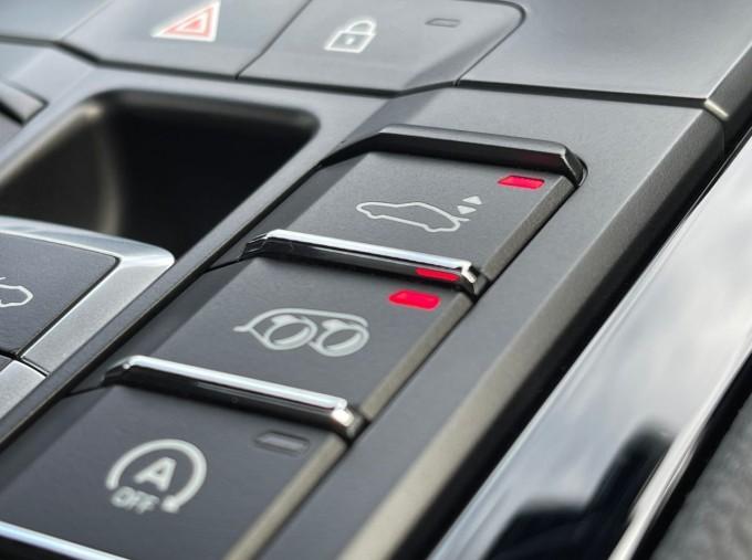 2019 Porsche T PDK 2-door (Black) - Image: 16