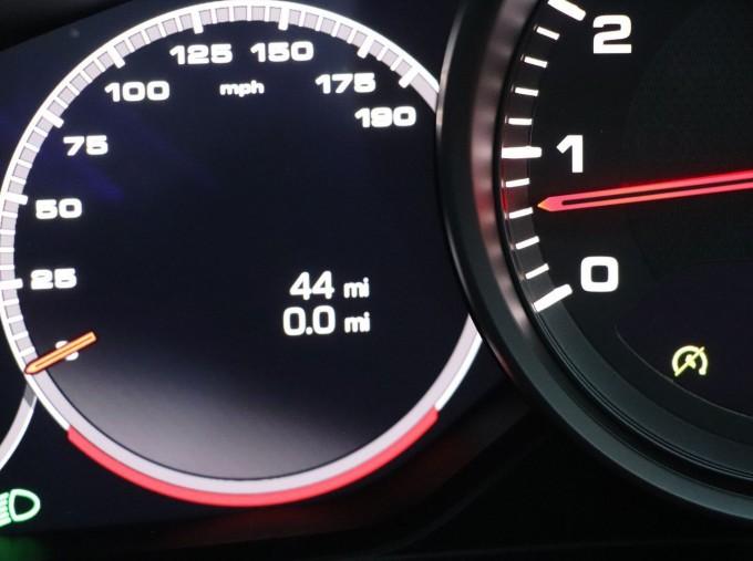 2021 Porsche V6 4 PDK 4WD 4-door (White) - Image: 12