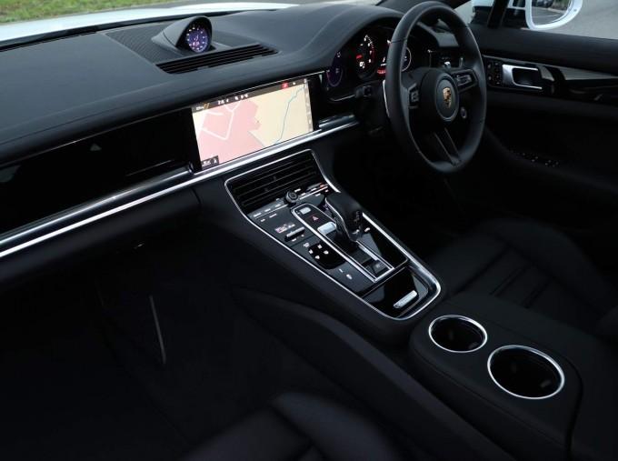 2021 Porsche V6 4 PDK 4WD 4-door (White) - Image: 24