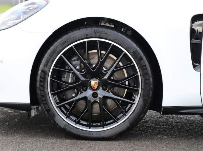 2021 Porsche V6 4 PDK 4WD 4-door (White) - Image: 25