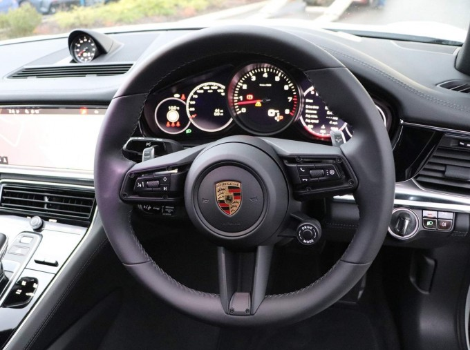 2021 Porsche V6 4 PDK 4WD 4-door (White) - Image: 29
