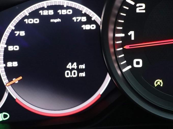2021 Porsche V6 4 PDK 4WD 4-door (White) - Image: 33