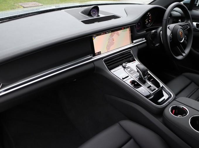 2021 Porsche V6 E-Hybrid 14kWh 4 PDK 4WD 4-door (Silver) - Image: 3