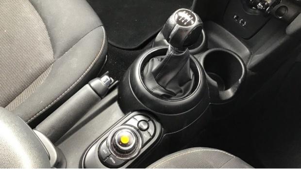 2017 MINI 5-door Cooper (Black) - Image: 10