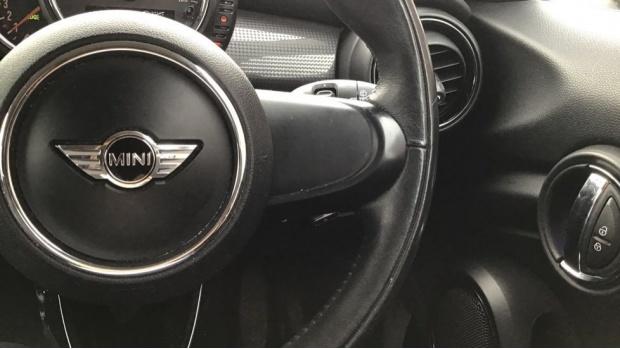 2017 MINI 5-door Cooper (Black) - Image: 18