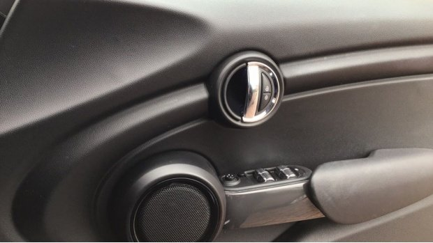 2017 MINI 5-door Cooper (Black) - Image: 20