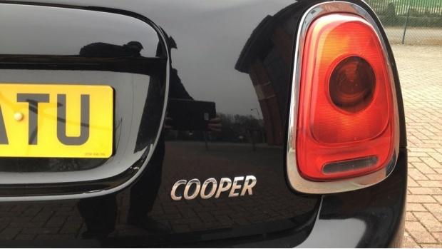 2017 MINI 5-door Cooper (Black) - Image: 21