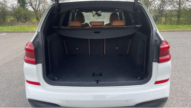 2017 BMW XDrive20d M Sport (White) - Image: 13