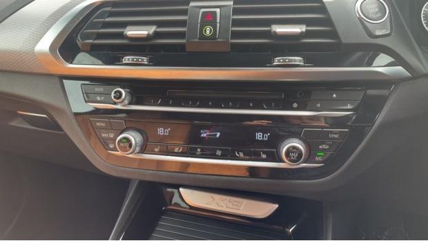 2017 BMW XDrive20d M Sport (White) - Image: 22