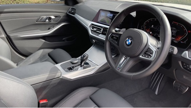 2020 BMW 320d M Sport Touring (White) - Image: 6