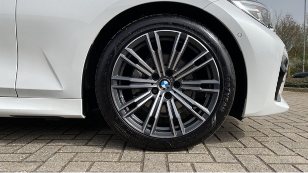 2020 BMW 320d M Sport Touring (White) - Image: 14