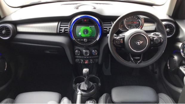 2021 MINI 5-door Cooper Exclusive (Red) - Image: 4