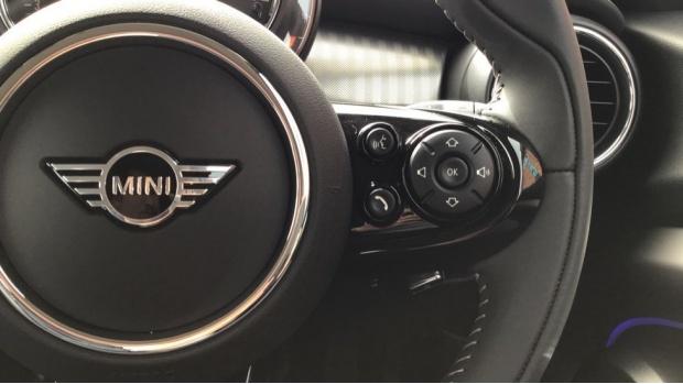 2021 MINI 5-door Cooper Exclusive (Red) - Image: 18