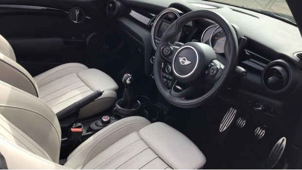 2017 MINI Cooper S Convertible (Black) - Image: 6