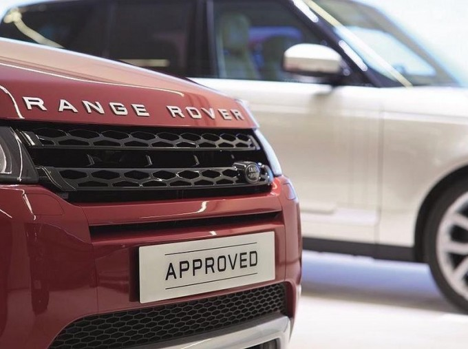 2017 Land Rover TD4 SE Tech 4WD 5-door (5 Seat) (Red) - Image: 3