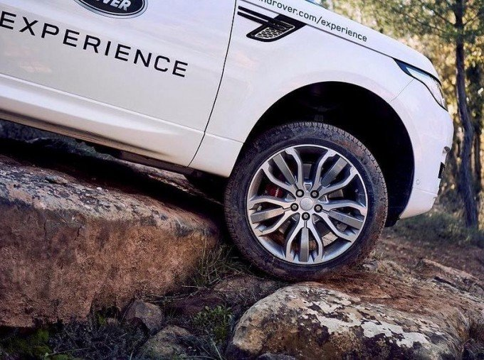 2017 Land Rover TD4 SE Tech 4WD 5-door (5 Seat) (Red) - Image: 6