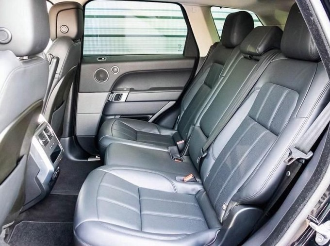 2018 Land Rover SD V6 HSE Dynamic Auto 4WD 5-door (Black) - Image: 4
