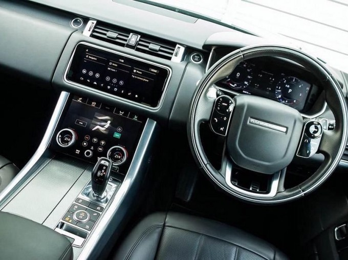 2018 Land Rover SD V6 HSE Dynamic Auto 4WD 5-door (Black) - Image: 10