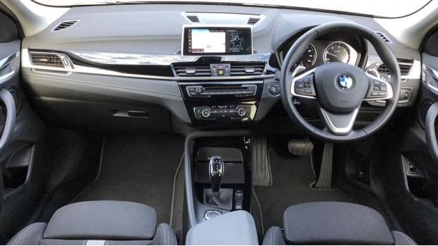 2020 BMW XDrive18d Sport (Black) - Image: 4