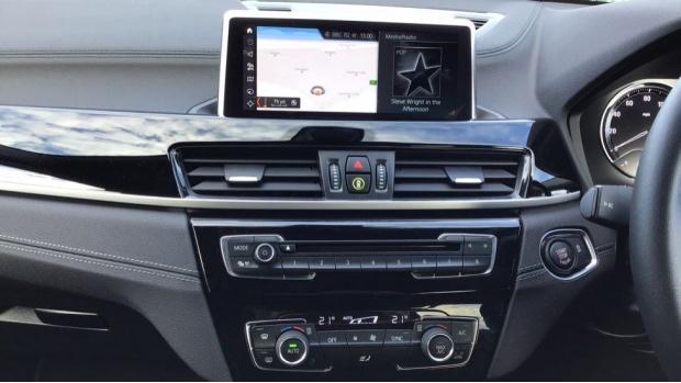 2020 BMW XDrive18d Sport (Black) - Image: 8