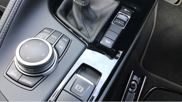 2020 BMW XDrive18d Sport (Black) - Image: 19