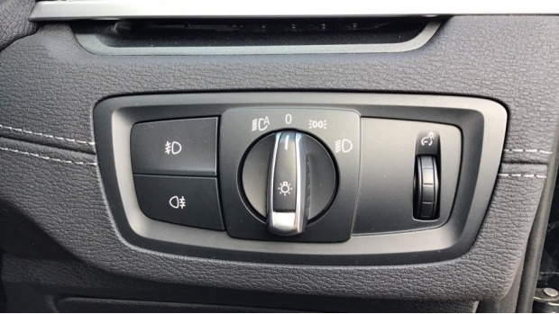 2020 BMW XDrive18d Sport (Black) - Image: 28