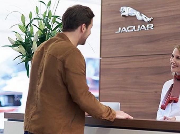 2017 Jaguar R-Sport Auto 5-door (Red) - Image: 9