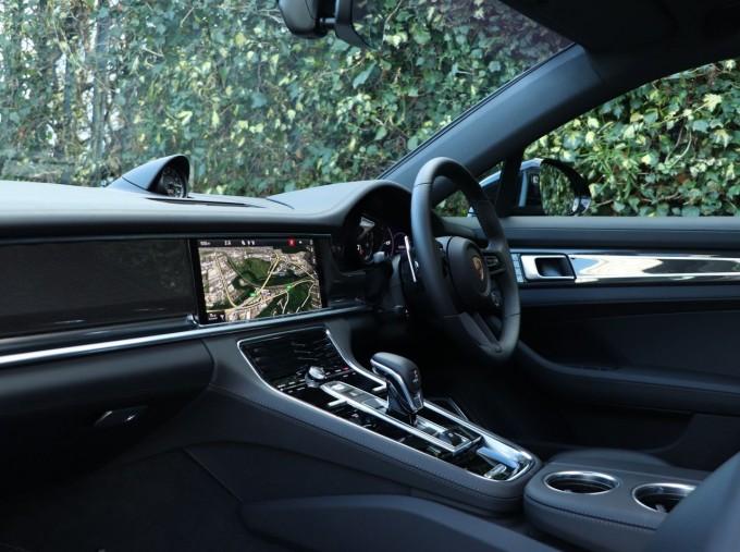 2020 Porsche V6 E-Hybrid 17.9kWh 4S PDK 4WD 4-door (Black) - Image: 3