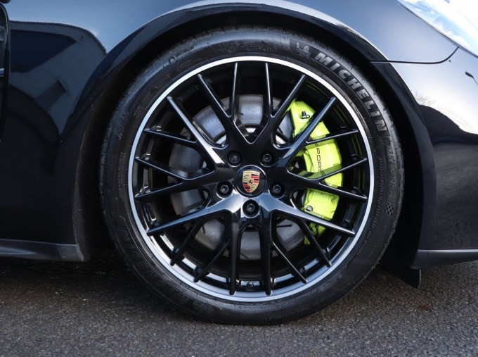 2020 Porsche V6 E-Hybrid 17.9kWh 4S PDK 4WD 4-door (Black) - Image: 4