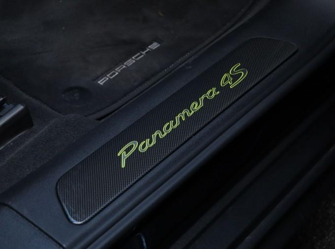 2020 Porsche V6 E-Hybrid 17.9kWh 4S PDK 4WD 4-door (Black) - Image: 15