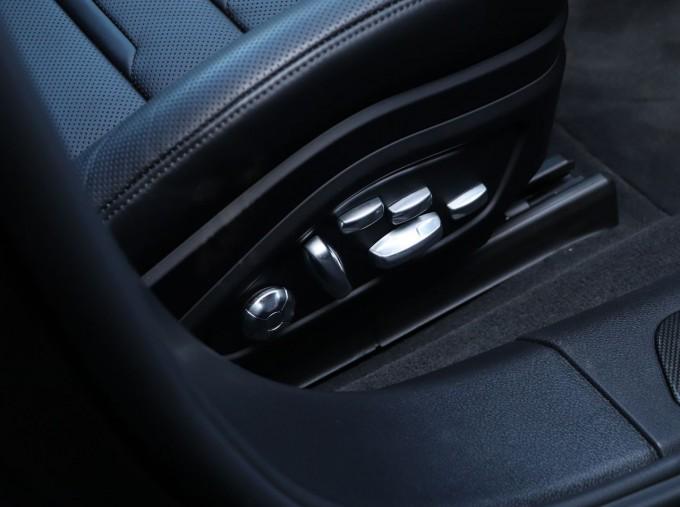 2020 Porsche V6 E-Hybrid 17.9kWh 4S PDK 4WD 4-door (Black) - Image: 16