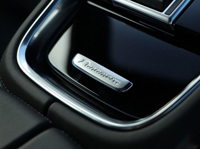 2020 Porsche V6 E-Hybrid 17.9kWh 4S PDK 4WD 4-door (Black) - Image: 19