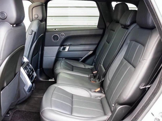 2018 Land Rover SD V6 HSE Dynamic Auto 4WD 5-door (White) - Image: 4