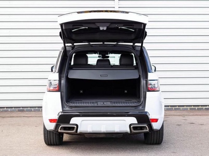 2018 Land Rover SD V6 HSE Dynamic Auto 4WD 5-door (White) - Image: 16