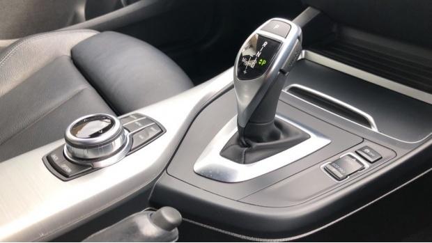 2017 BMW 120d M Sport Shadow Edition 5-door (White) - Image: 10